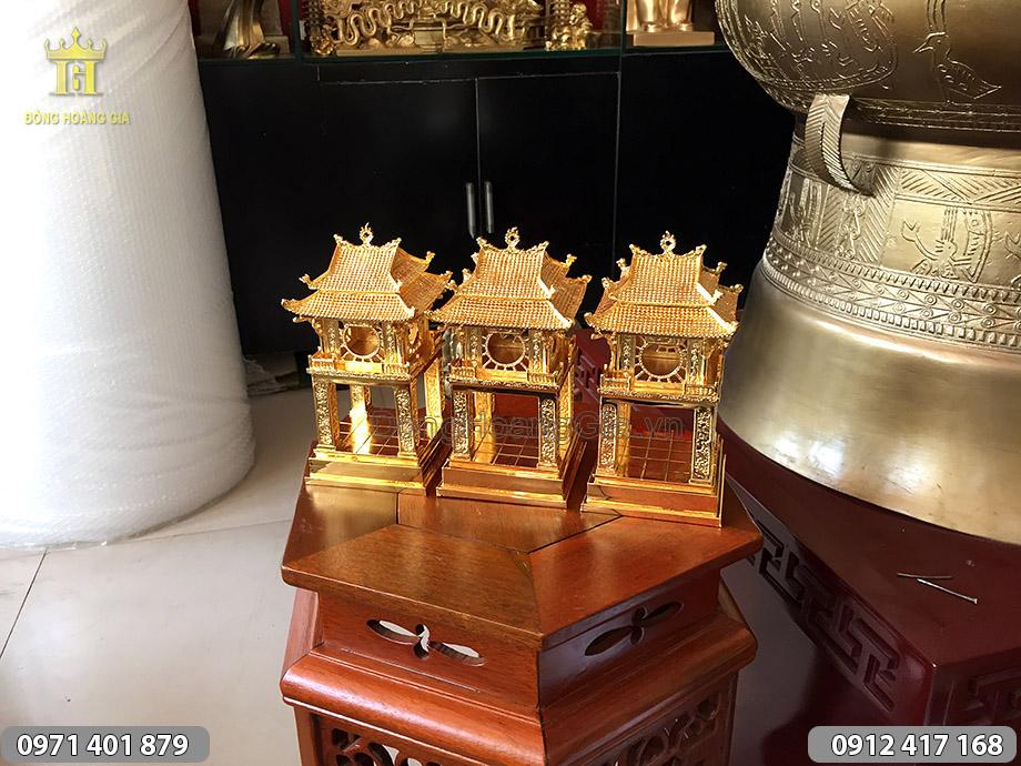 Biểu tượng Khuê Văn Các bằng đồng thếp vàng
