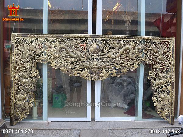 Bức cửa võng bằng đồng vàng hun giả cổ