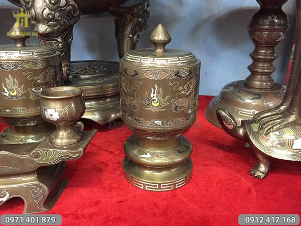 Đài thờ bằng đồng khảm ngũ sắc