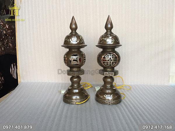 Đôi đèn thờ bằng đồng khảm bạc cao 45cm