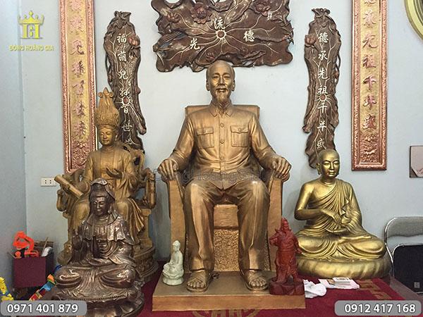 Đúc tượng đồng Bác Hồ ngồi ghế