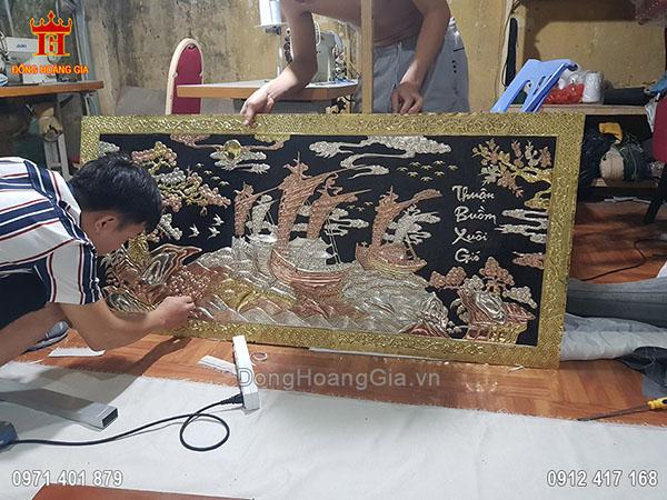 Hình Ảnh Làm Tranh Đồng Thuận Buồm Xuôi Gió Tại Xưởng