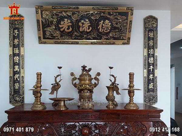 Lắp đặt bộ đồ thờ và hoành phi câu đối hun giả cổ cho khách Sài Gòn