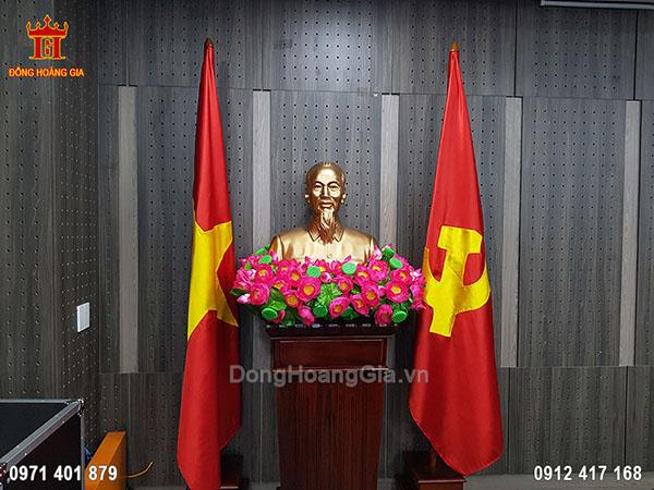 Lắp Đặt Tượng Bác Hồ Đồng Đỏ 70Cm Tại Ủy Ban Dân Tộc