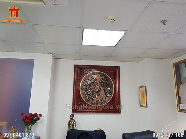 Mặt trống đúc đồng đỏ 80cm bản đồ Việt Nam khung gỗ hương 1m08