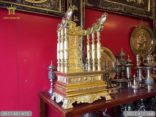 Ngai thờ gò chạm bằng đồng tấm cao 81cm