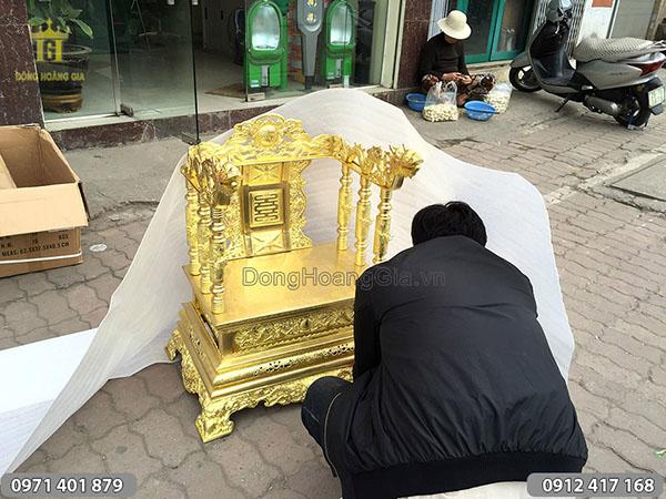 Ngai thờ bằng đồng vàng hàng đặt loại đẹp