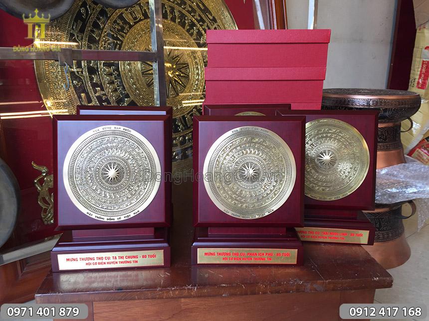 Quà mừng thọ biểu tượng trống đồng để bàn 25cm