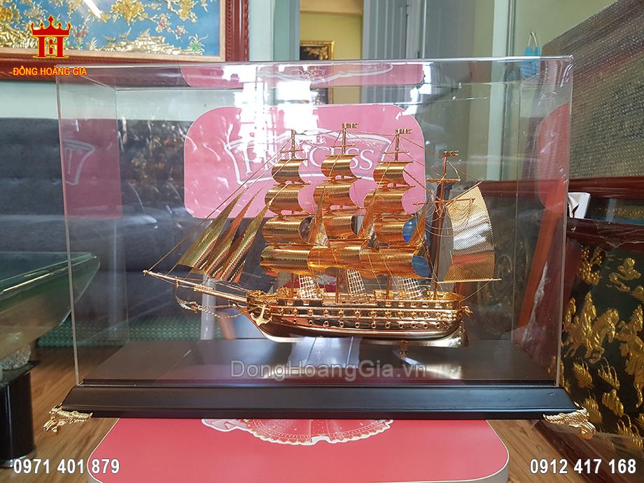Quà Tặng Thuyền Buồm Dát Vàng 9999 32Cm