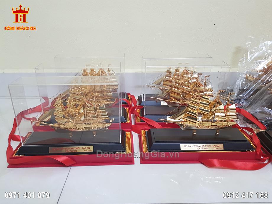 Quà Tặng Thuyền Buồm Dát Vàng Cho Dịp Đại Lễ Tại Yên Tử