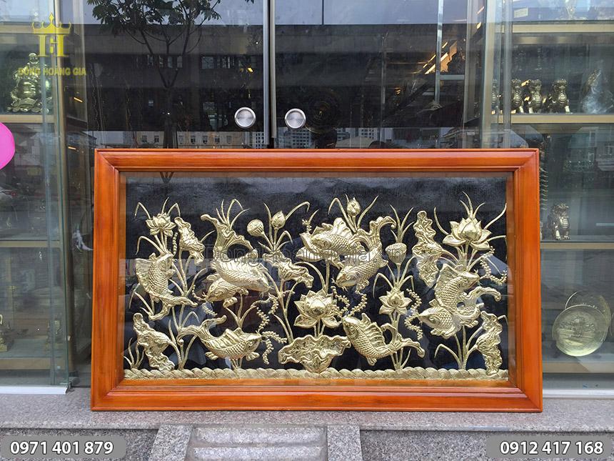 Tranh cá chép hoa sen đồng vàng kích thước 1m5 x 0.8m