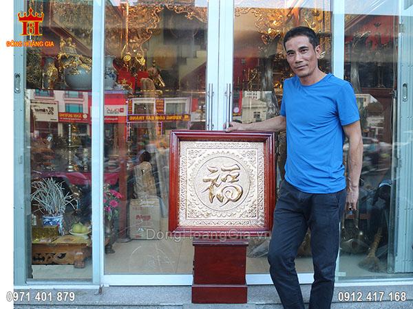 Tranh chữ Phúc bằng đồng vàng khổ vuông 60cm mạ vàng 24K