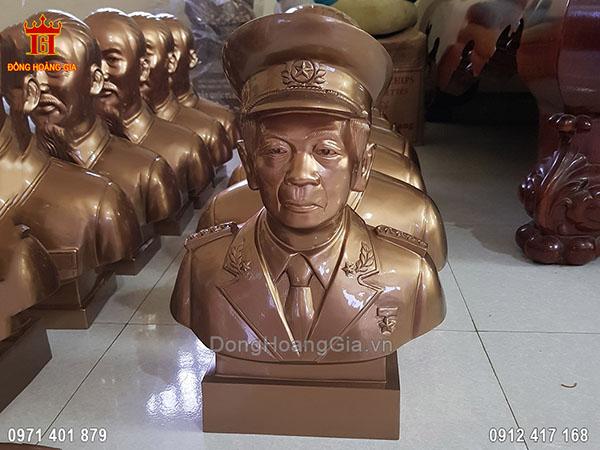 Tượng Đại Tướng Võ Nguyên Giáp Đội Mũ Đeo Quân Hàm Bằng Đồng Đỏ 42Cm