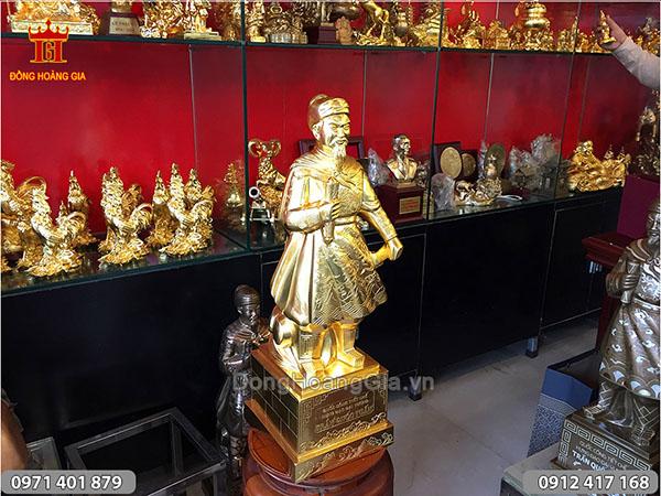 Tượng đồng Trần Quốc Tuấn dát vàng cao 68cm