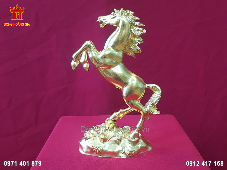 Tượng Ngựa phong thủy đứng trên tiền bằng đồng vàng
