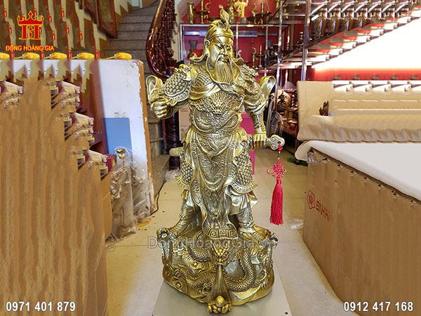 Tượng Quan Công Đứng Chống Đao Cầm Gươm Đồng Vàng 70Cm