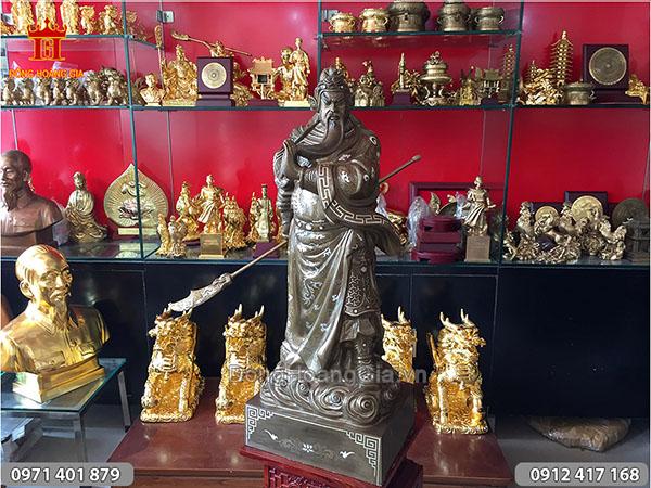 Tượng Quan Công trấn ải khảm tam khí 75cm