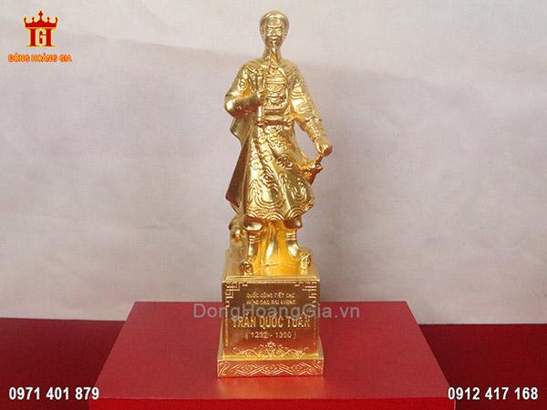 Bức tượng Trần Quốc Tuấn dáng đứng dát vàng 9999 cao cấp