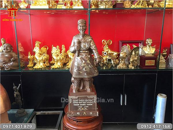 Tượng Trần Quốc Tuấn khảm vàng cao 69cm