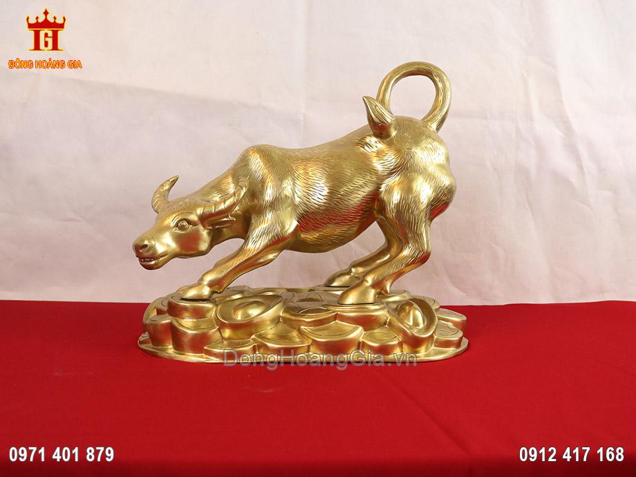 Tượng trâu phong thủy bằng đồng vàng cát tút